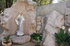 la Madonnina all'interno della comunità Cenacolo