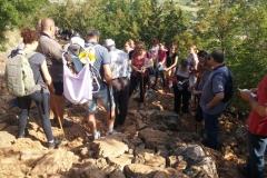 in preghiera sul monte Krizevac