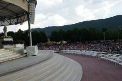 la preghiera del Rosario a Medjugorje sempre in tantissimi