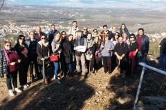 il gruppetto alla fine della via crucis sul monte krizevac di medjugorje