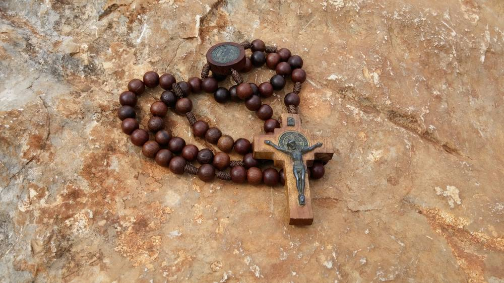 Preghiamo il Santo Rosario, impariamo alla scuola di Maria.