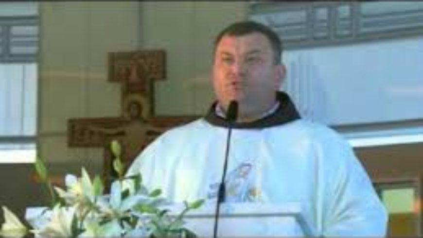 Preghiera di guarigione padre Danko Medjugorje in una sera qualsiasi dei pellegrinaggi a Medjugorje