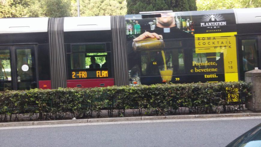 """""""….prendete e bevetene tutti…"""" sui bus di Roma…!!!"""