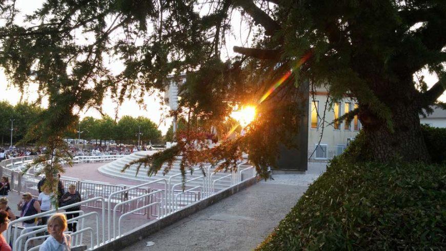 Ultimo viaggio a Medjugorje…alla Messa tante persone.