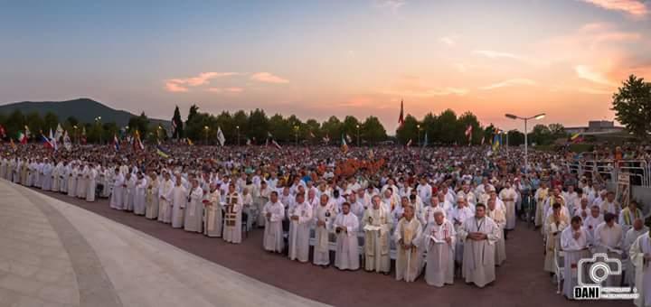 cosa pensa papa francesco sugli omosessuali Sanremo
