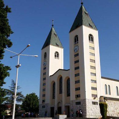 Papa Francesco autorizza i pellegrinaggi a Medjugorje.